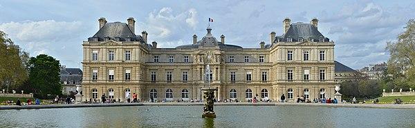 Paris Palais du Luxembourg façade s printemps 2014.jpg