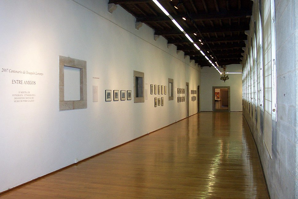 Corredor do Museo do Pobo Galego.