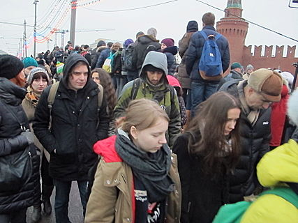 People came to the side of Boris Nemtsov's murder (2015-02-28; 08).JPG