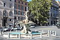 Piazza Barberini fontana dei tritoni.jpg
