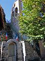 Pierlas - Monument aux morts et clocher.JPG