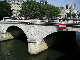 Pont Saint-Michel - Pont Saint-Michel with Notre-Dame de Paris in the background
