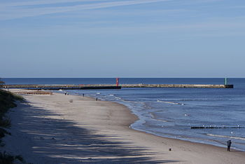 English: Breakwaters of the port from the east beachPolski: Falochrony portu Mrzeżyno od strony wschodniej plaży
