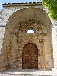 Portada de la antigua iglesia de Arauzo de Miel.JPG