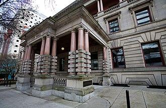 Portland City Hall (Oregon) - Fifth Avenue entrance