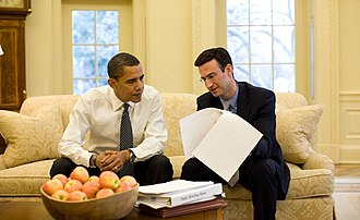 Peter R. Orszag - Peter Orszag with President Obama in the Oval Office in January 2009