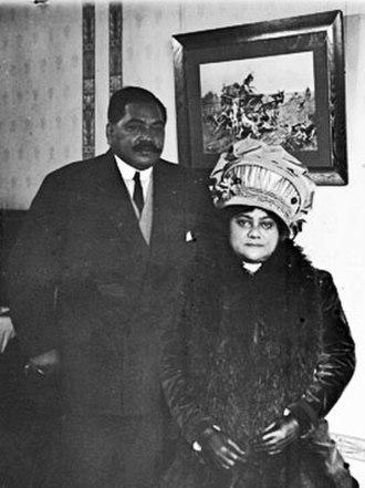 Elizabeth Kahanu Kalanianaʻole - Photograph of Prince and Princess Kalanianaʻole, posed in a room in Chicago, Illinois.