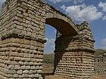 Reste der römischen Brücke von Alconétar in der Provinz Cáceres in Spanien. Die antike Segmentbogenbrücke führte ursprünglich beim Dorf Garrovillas über den Tajo. Sie wurde 1972 beim Bau des Alcántara-Staudamms 6 km flussaufwärts verlegt und steht heute weitgehend auf dem Trockenen.