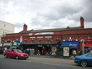 Putney - Image: Putney Station 01