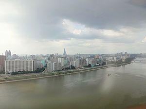 Yanggakdo - Image: Pyongyang as seen from Yanggakdo Hotel view north