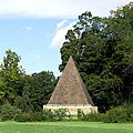 Pyramide Neuer Garten.jpg
