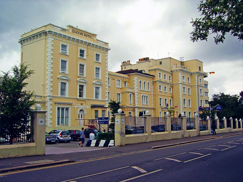 File:Queen's Hotel, Church Road, Crystal Palace.JPG