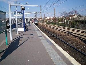 La Varenne - Chennevières Station - Image: RER A Gare La Varenne 2