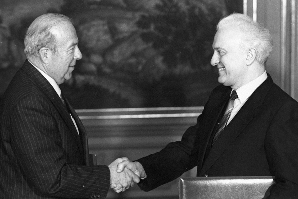 RIAN archive 770216 U.S.Secretary of State Eduard Shevardnadze and George P Shultz on visit to USSR