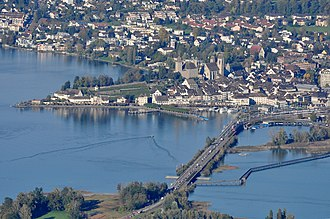 Lindenhof (Rapperswil) - As seen from Etzel (mountain), Frauenwinkel protected area at Seedamm and the wooden lake bridge in the foreground, Zürichsee to the right, Obersee to the left.
