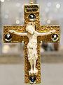 Reliquary cross VandA 7943-1862.jpg