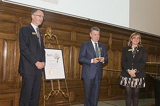 Kew International Medal - Image: Richard Deverell, Juan Manuel Santos and Kathy Willis at Kew during the 2017 lecture in London, 2017 11 10