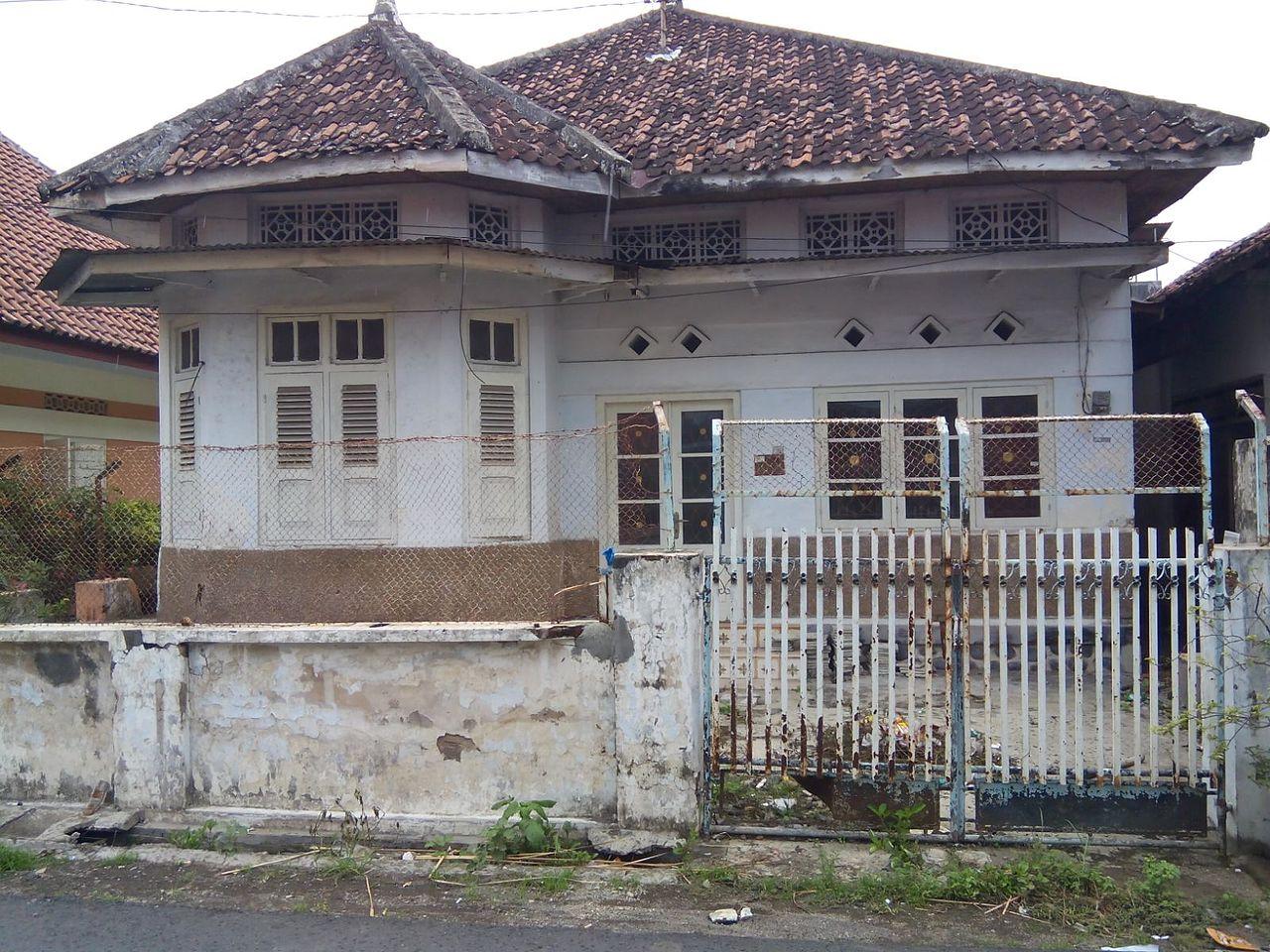 Berkas Rumah kuno berarsitektur kolonial di Kampong