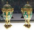 Sèvres (attr.), coppia di urne, xviii secolo.jpg