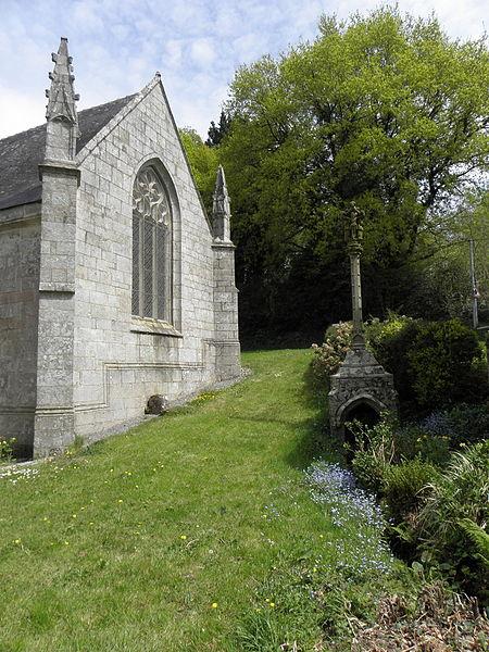 Chapelle Saint-Adrien en Saint-Barthélémy (56). Fontaine-calvaire et croisillon sud.