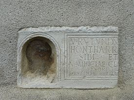 Saint-Bertrand-de-Comminges plaque remploi maison (1).JPG