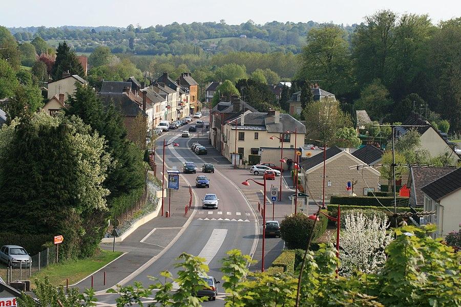 "Main street of Saint-Martin-de-la-Lieue (14100): ""Rue du commerce""."
