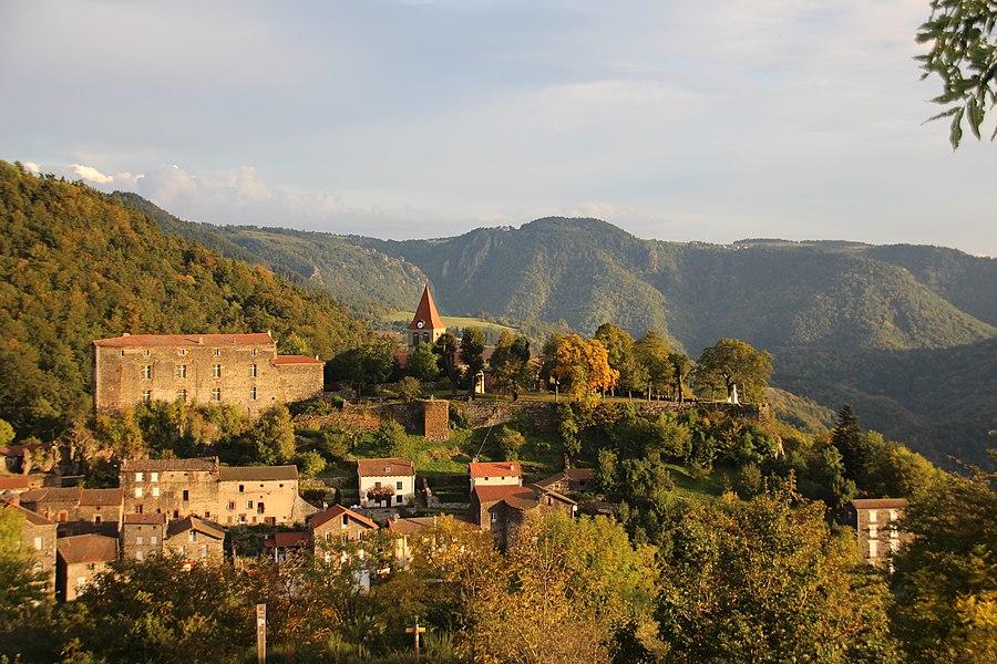 Saint-Privat-d'Allier vue sur le château et la vallée de l'Allier