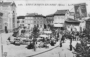 Saint-Martin-en-Haut - The marketplace in Saint-Martin-en-Haut, in the early 20th century