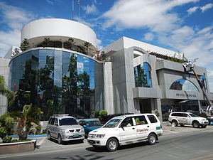 UV Express - A UV Express van passes in front of the San Mateo, Rizal Municipal Hall