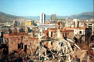 Rovine di Sarajevo durante l'assedio.