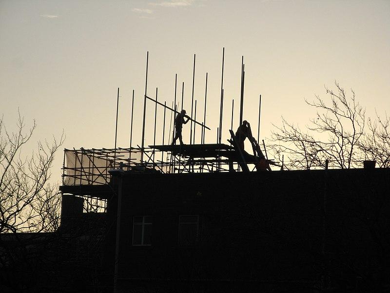 File:Scaffolders at dusk - panoramio.jpg