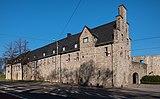 Schloss-Broich-Straßenseite-mit-Eingang-2019.jpg