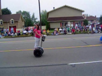 Ficheiro:Segway in parade.ogv