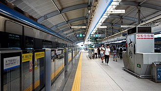 Liuyue station - Image: Shenzhen Metro Line 3 Liuyue Sta Platform