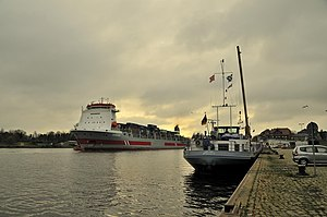 Ships Nordland and Rjnborg in Kiel Canal.jpg