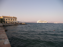 Корабли возле порта Корфу.