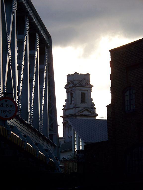 Shoreditch Town Hall: File:Shoreditch Town Hall & Hoxton Bridge.jpg