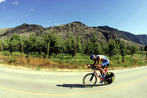 English: Simon Lessing in the bike portion of ...