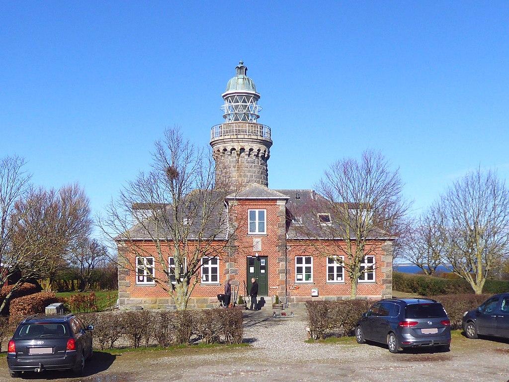 Skjoldnæs Fyr Leuchtturm mit Turmwärterhaus - heute Golfclub - Südostseite - Insel Ærø Dänemark Foto Wolfgang Pehlemann P1360145.jpg
