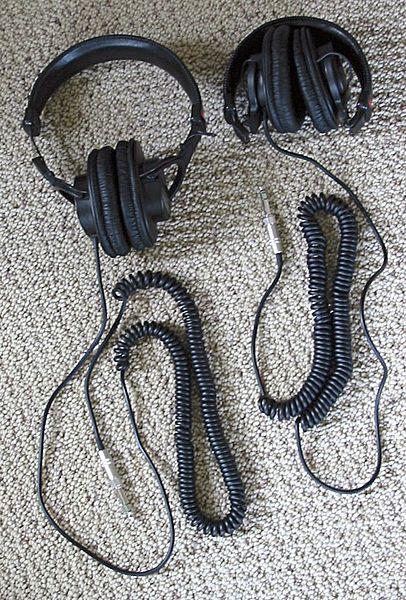 File:Sony MDR-V6 headphones.jpg