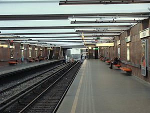 Pétillon metro station - Image: Station de métro Pétillon, 2008