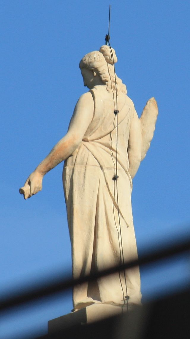 coupe du monde 2014 - Page 4 640px-Statue_auf_dem_Bayerischen_Landtag_3427