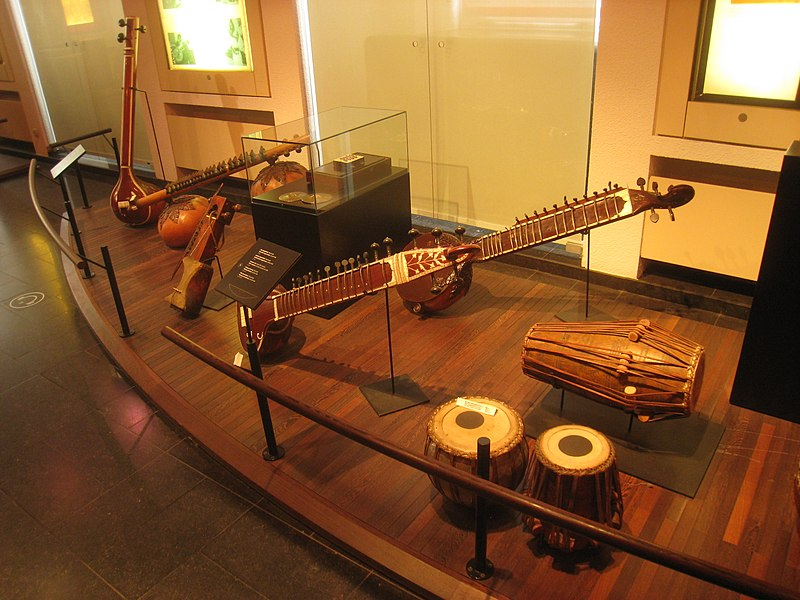 Stringed instruments - Musical Instrument Museum, Brussels - IMG 3993.JPG