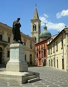 Uno scorcio di Sulmona, città d'Abruzzo set del film