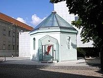 Synagoge AKH Vienna June 2006 572.jpg