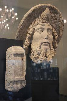 Tête de saint Jacques pierre de Caen XV-XVIe s - musée de Dieppe.jpg