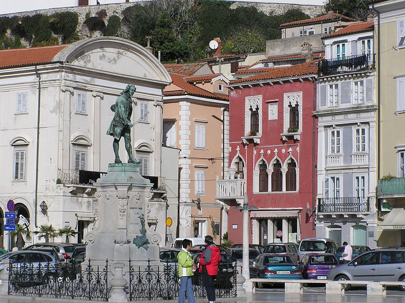 Datei:Tartini-Statue und Venezianisches Haus.JPG
