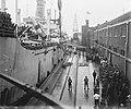 Te Amsterdam arriveert het schip Groote Beer met militairen uit Indië, Bestanddeelnr 902-7652.jpg