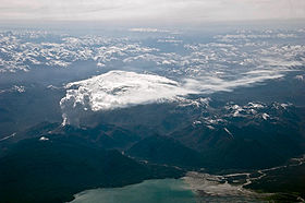 The-glaciated-michinmavida-volcano-lies-directly-behind-chaiten-in-eruption.jpg