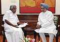 The Chief Minister of Kerala, Shri Oommen Chandy meeting the Prime Minister, Dr. Manmohan Singh, in New Delhi on April 08, 2013.jpg